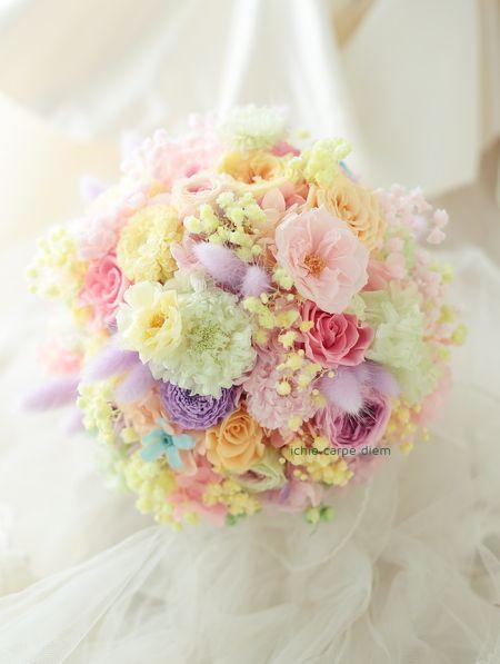 先日4月末のペニンシュラ東京様へのブーケ、 花嫁様からメールをいただきました。 この一枚の、お二人の手の間に、一会のブーケがあることを 感謝して...