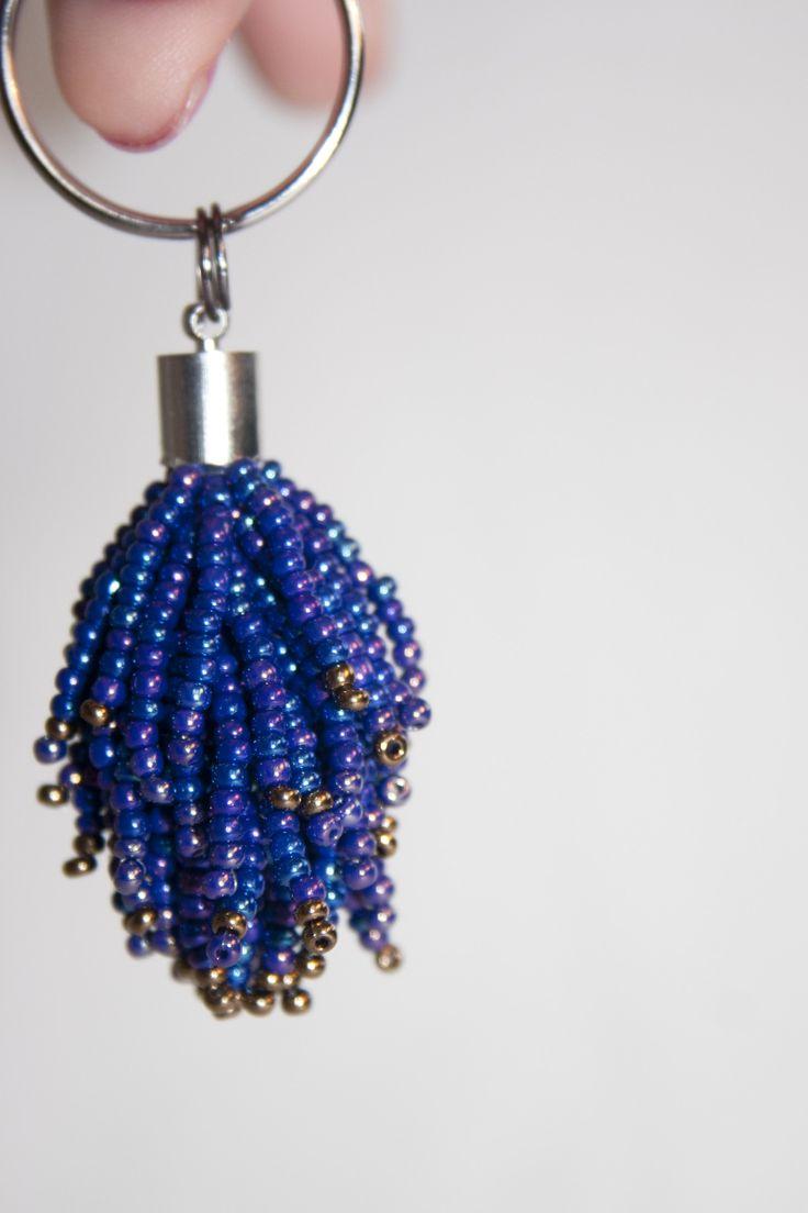 Střapec na klíče Přívěsek na klíče nebo na kabelku, příjemný do ruky. Délka 6 cm od kroužku.