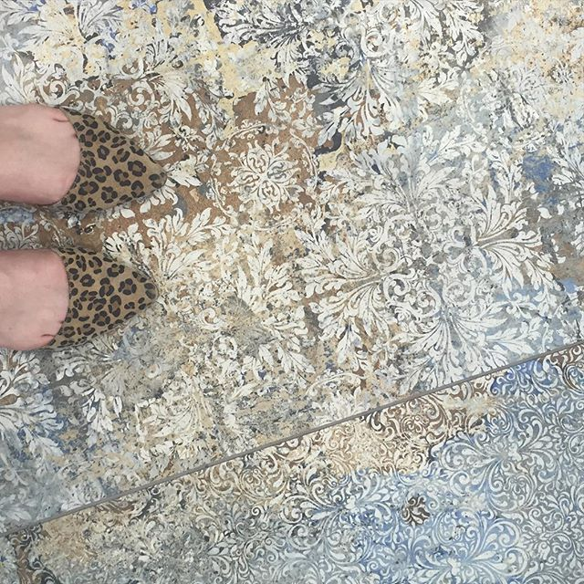 More #floorcore on the @aparici_ceramica Carpet #tile inspired by an 18th c. carpet