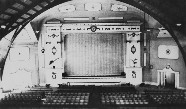 Picture screen inside Paramount Theatre, Bundaberg, ca. 1929 / John Oxley Library, State Library of Queensland, Neg: 11341 http://hdl.handle.net/10462/deriv/193703 | thefashionarchives.org