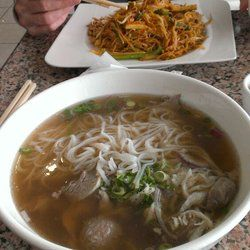Pho Xyclo - My large pho and hubbys pad Thai! Soo good! - Niagara Falls, ON, Canada