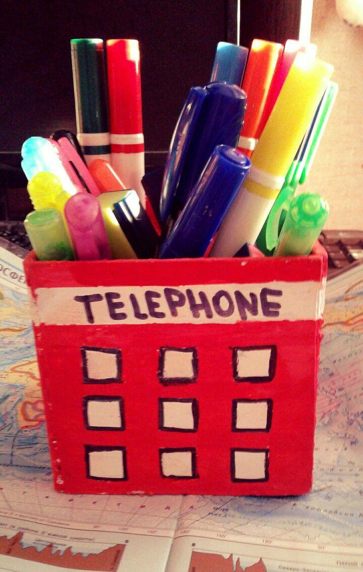 Самодельная подставка под карандаши в виде английской телефонной будки!