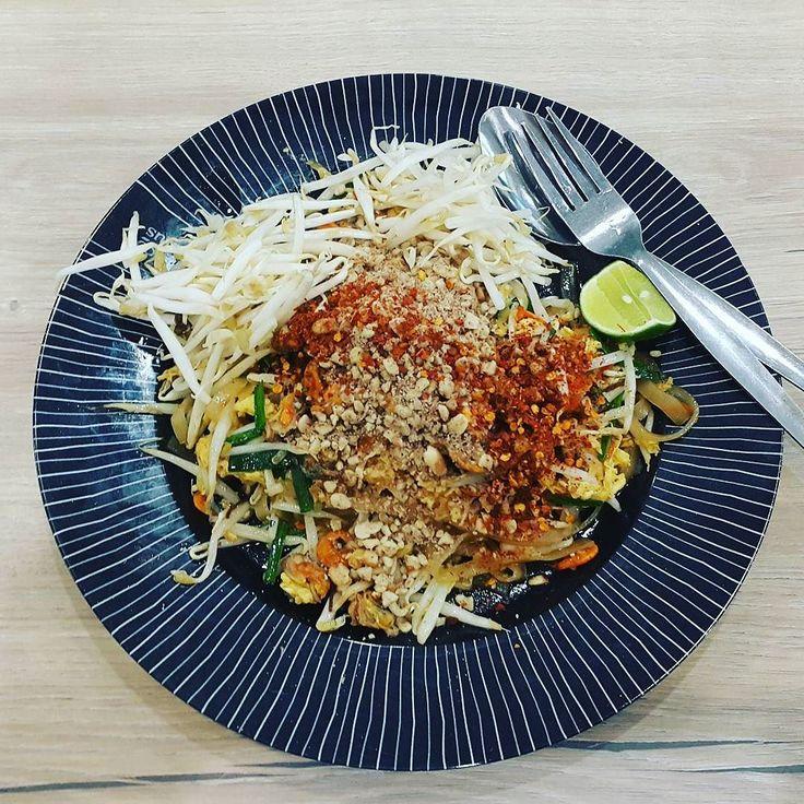 Сегодня пад тай :) #bangkok #thailand #chicken #padthai #падтай #thaifood #omnomnom #foodie #foodgasm #food #instafood #еда #инстаеда #бангкок #таиланд #тайскаяеда