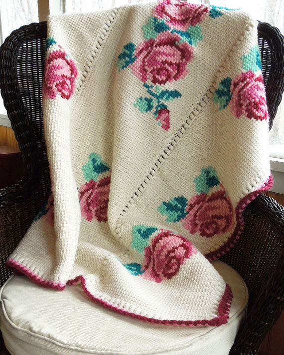 Crochet blanket afghan throw in white with red roses by indiecreativ, $37.00