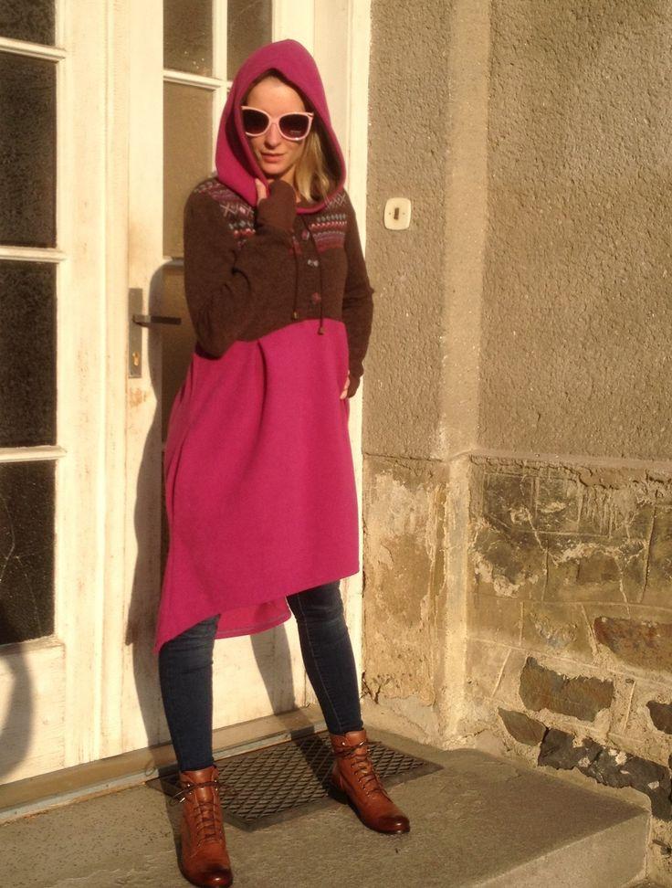 Tunika+růžovo+–+hnědá+170501+Módní+tunika,+je+vhodná+jako+svrchní+oděv+do+krásných+podzimních+dnů.+Ráda+si+ji+oblékne+žena,+která+miluje+vyjímečnost+a+originalitu.+Tato+tunika+se+dá+nosit+jak+k+džínám+a+elasťákům,+tak+i+jako+teplejší+šaty.+Má+velkou+kapuci+podšitouhnědým+úpletem,+provlečenou+šňůrku,+staromosazné+kování+a+dvě+boční+kapsy.+(vstup+do...