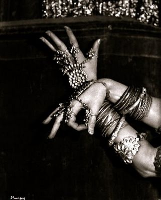 Belly Dancer poses - I love the jewelry piece on her left hand