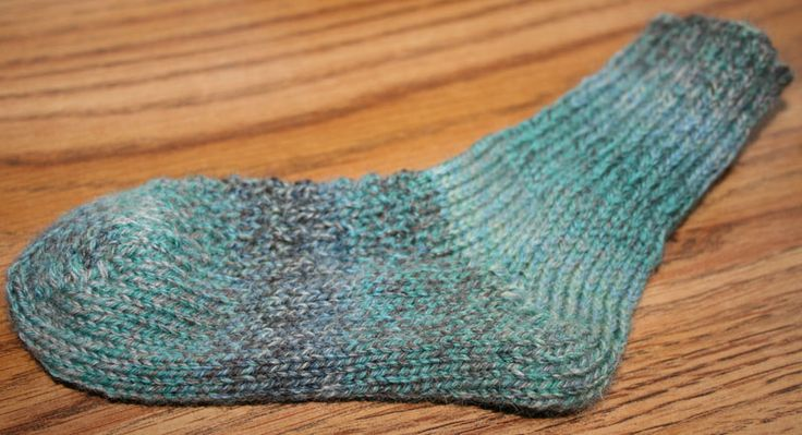 Loom Knitting Free Patterns : Andalusian ribbed socks free loom knit patterns