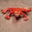 Kleiner handgetöpferter Frosch,zum Sprung bereit.Macht sich sehr schön auf einem Blumentopf oder einfach auf der Fensterbank im Glas als Wetterfrosch.(Schönes Geschenk)  Meine Keramik ist...