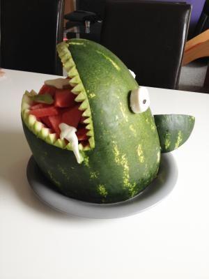Diverse Bilder und Ideen um Rohkost, Gemüse und Obst schön zu verpacken ;)  - toll fuer den Kindergeburtstag