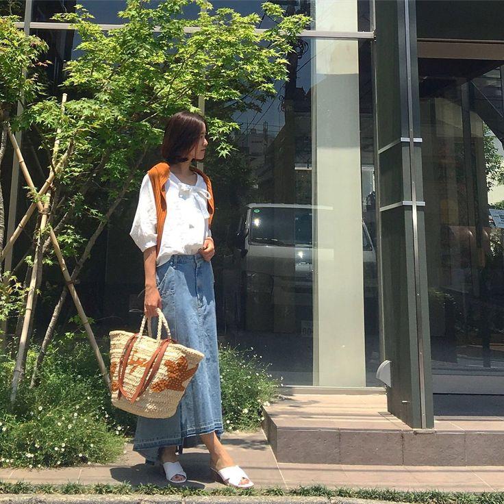 【linen blouse】 リネン素材のブラウス&デニムスカートで夏の暑い日に着たいコーデ♡