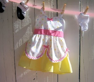 8 best images about baby shower decorations and ideas on for Baby clothesline decoration