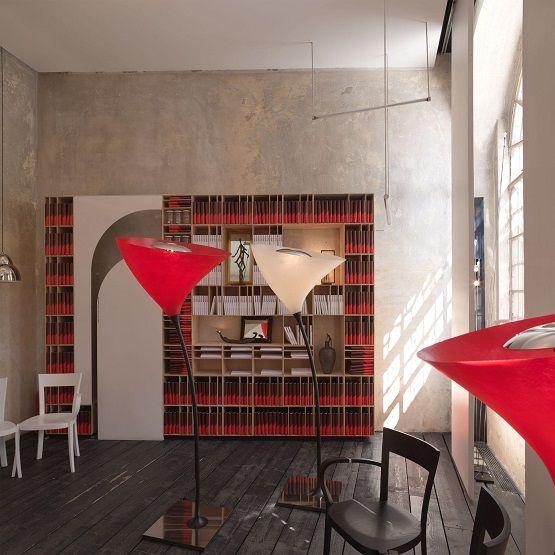 Marvelous Focus sur la lampe de sol rouge Poppy pour Viabizzuno Id e de luminaire
