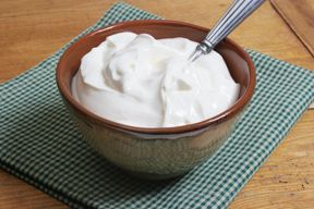 Creamy horseradish sauce to serve with grilled ham slices