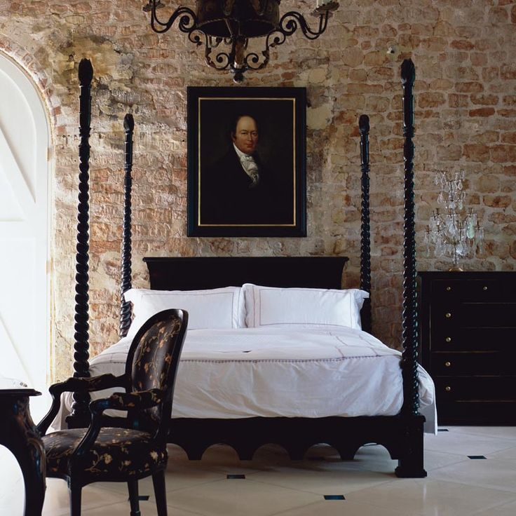 Venetian luxury wooden four poster bed.       I  happen to love a 4 poster bed.