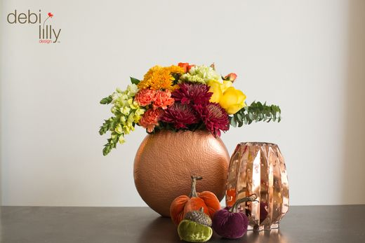 We are obsessed with these copper debi lilly design™ vases! Fill with your favorite flowers for a fun fall look!