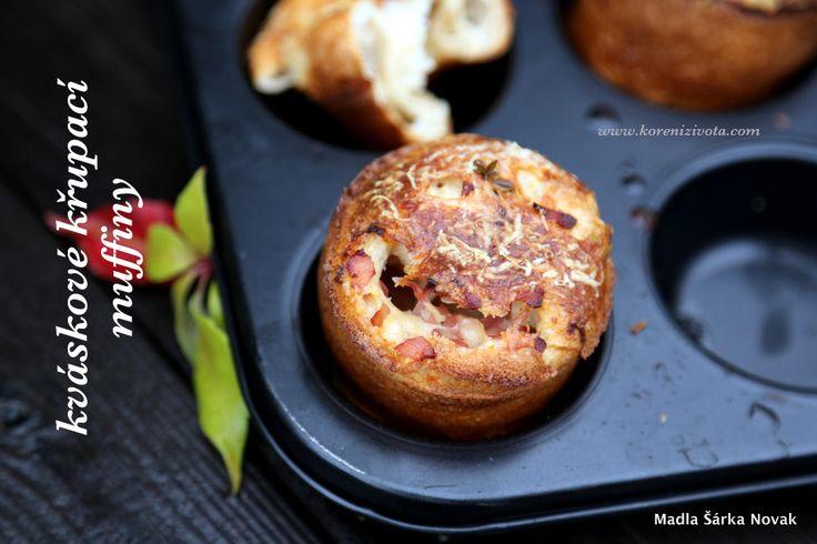 Zbyl vám kvásek třeba po omlazování či z rozkvasu? Rychlé a chutné využití je na kváskové křupací muffiny! Duté muffiny na sladko či na slano..