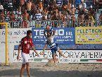 Beach Soccer - FINALI: l'abbraccio tra i nazionali azzurri Corosiniti e Palmacci (Terracina)
