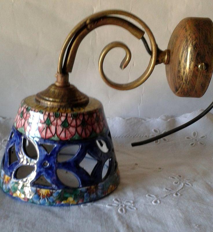 Applique-Lume campanella in ceramica con braccio in metallo anticato.50,00 € su misshobby.com