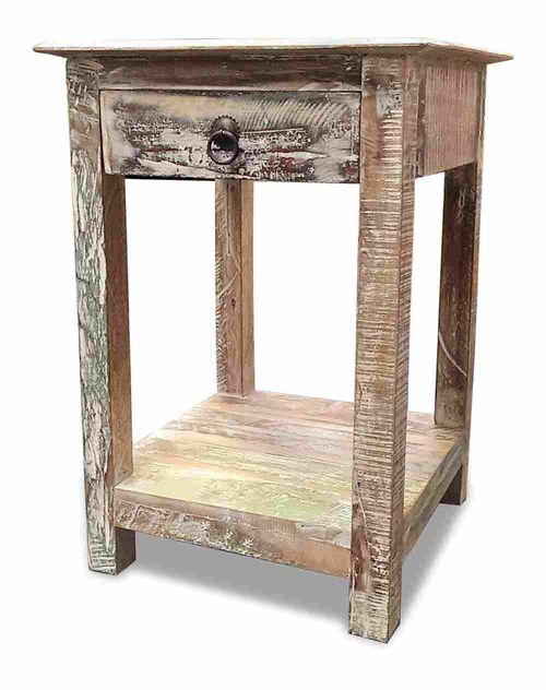 #Sengebord i #Genbrugstræ.  #Rustikke #Møbler #Interiør #Indretning
