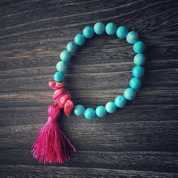 Bracciale elastico stile boho con Howlite azzurra Rhiolite e