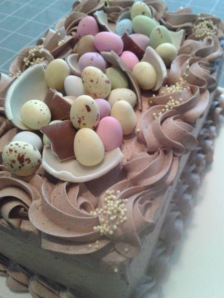 Pääsiäisen mango-suklaakakku - kiitos Sari! #mitätahansaleivotkin #leivojakoristele #droetker #kilpailu #pääsiäinen #kakku #suklaakakku