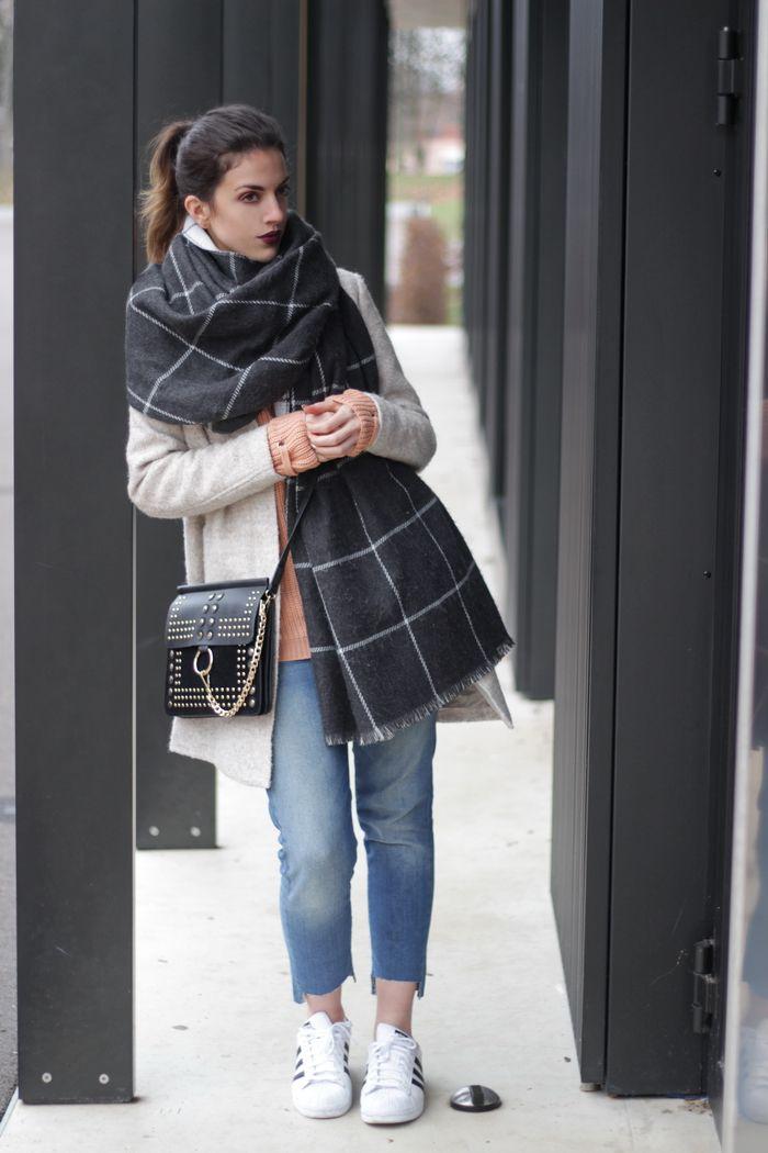 #fraas #schal Winter Outfit Oversize Mantel http://store.fraas.com/de_de/wende-stola-mit-karomuster.html