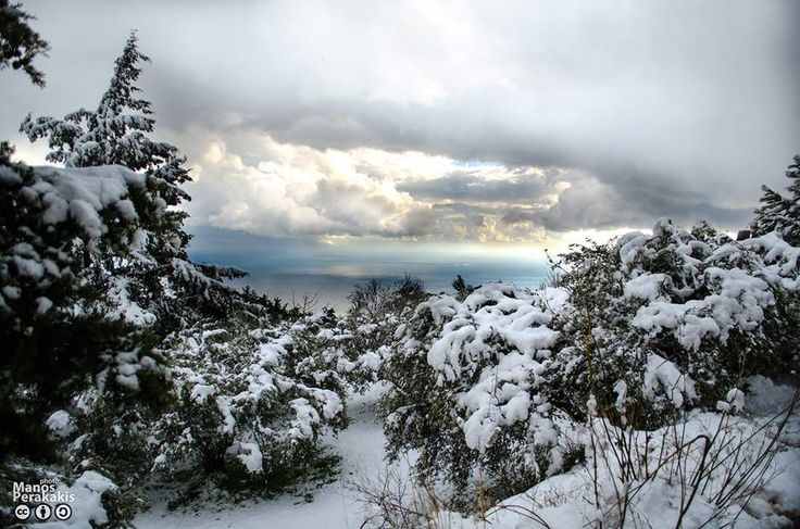 Είναι όμορφος ο #Χειμώνας στη πόλη μας ;⛄️❄️⛄️⛄️❄️  #Snow in Anatoli village of #Ierapetra, overlooking Chrissi Island in the sea ! (photo via @visitierapetra) #Ιεράπετρα #Κρήτη #Crete