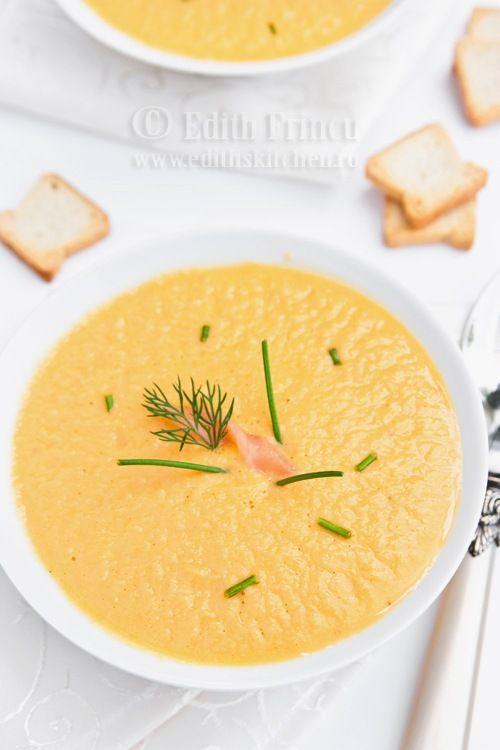 SUPA CREMA DE SOMON AFUMAT- Pe o vreme ploioasa si racoroasa ca asta, o supa crema calda e mai mult decat binevenita. Supa asta am mancat-o prima data la un restaurant din zona Primav