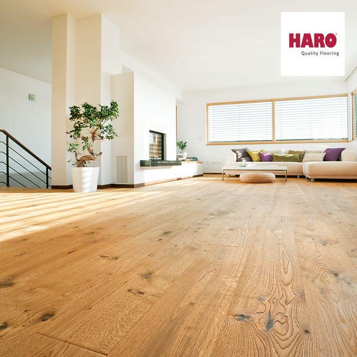 Haro faparketta  Az Oak Sauvage retro brushed, nagyszerűen uralja a teret, ebben az igazán ízléses nappaliban.   Ti is így gondoljátok? Ha igen nyomj egy lájkot, és látogass el weboldalunkra és tekintsd meg a Haro faparketta adta lehetőségeket! :)  www.dreamfloor.hu  #otthon #lakberendezes #kenyelem #fa #faparketta #haro