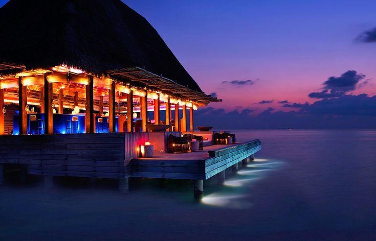 W Maldives Retreat & Spa - bar by night