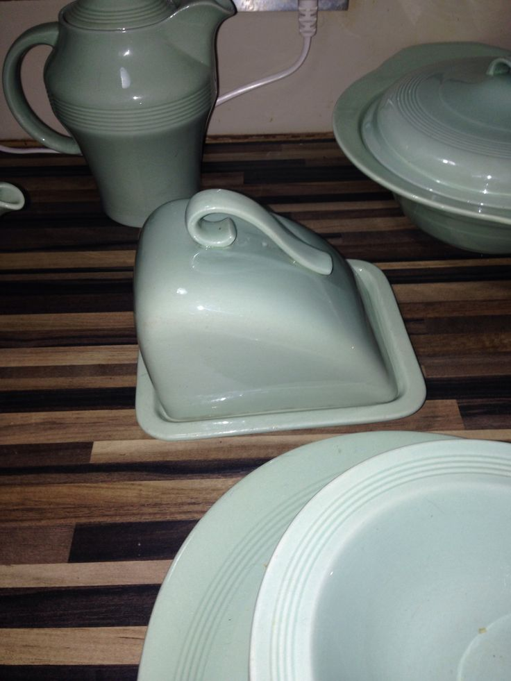 The beryl woods ware cheese dish. The hardest bit to find not many around  ...  Collectors dream  item