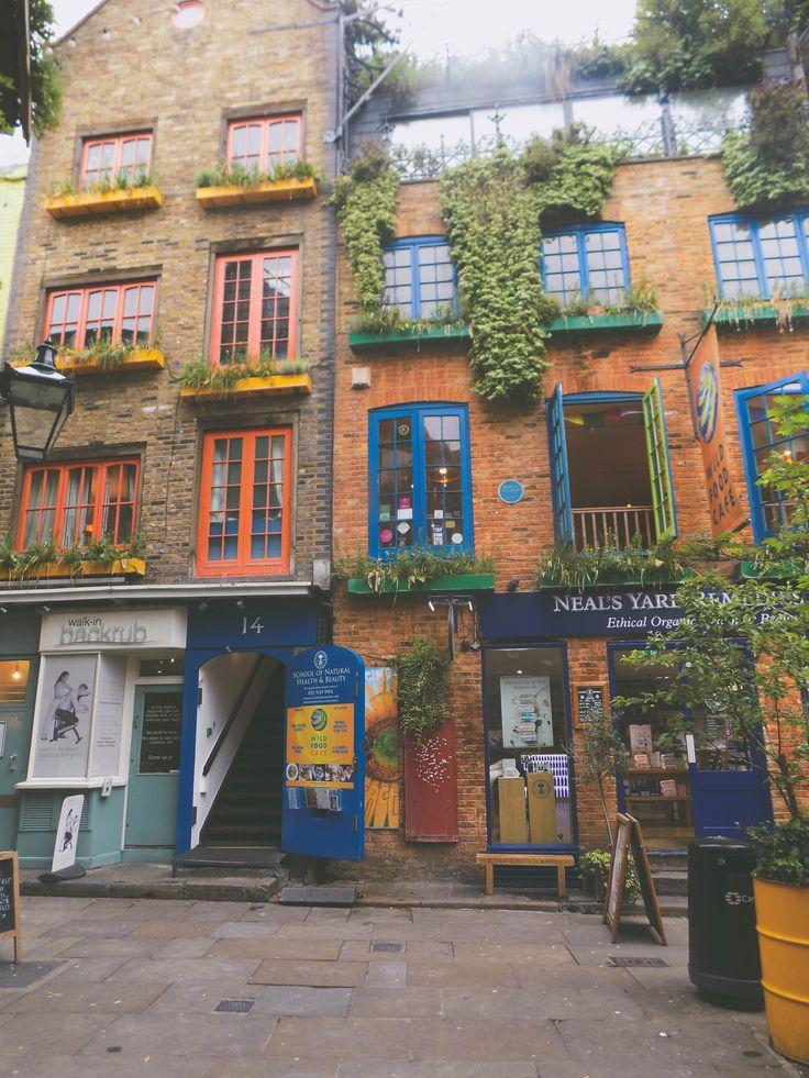 #nealsyard #london #coloredbuilding