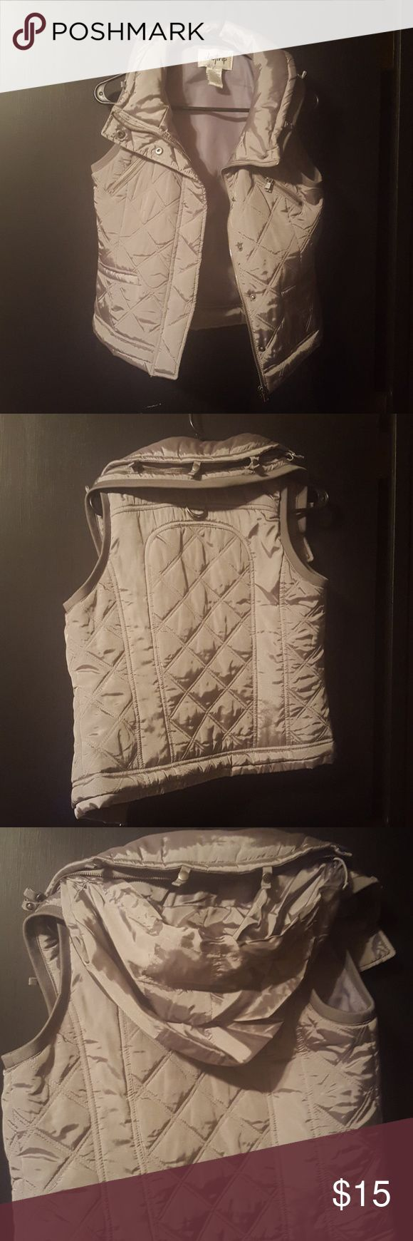 Silver, never worn Daytrip puffer vest. Silver, women's medium puffer vest with good that can zip up in collar. Daytrip Tops