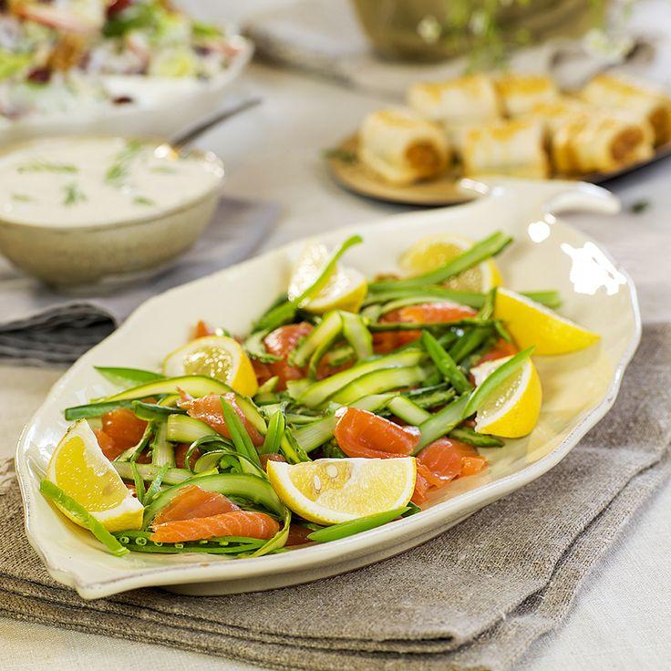 Røkt laks med asparges og erter fra matbloggen Fru Timian. #fisk #oppskrift