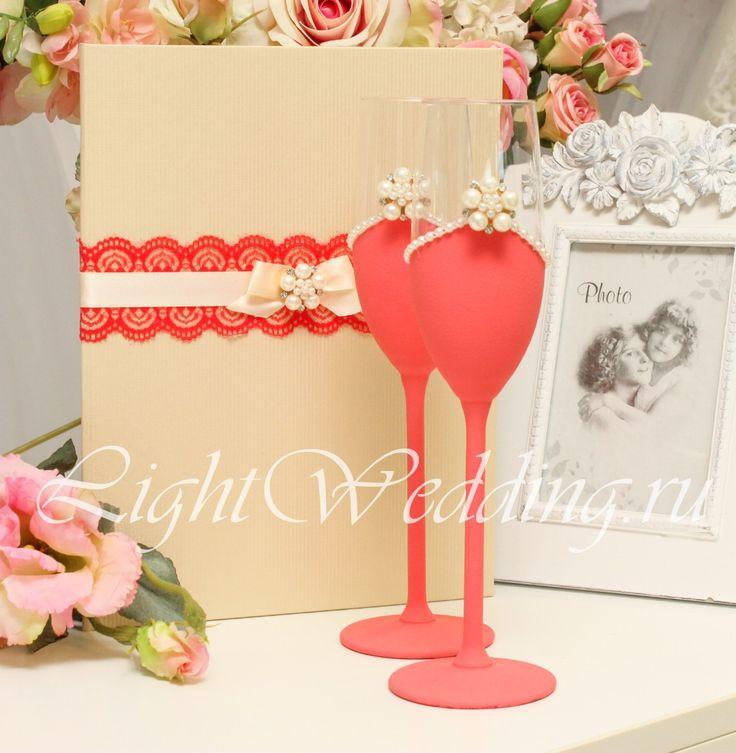 Нежные бирюзовые свадебные бокалы на свадьбу - ваши свадебные бокалы, которые вы можете купить в нашем свадебном салоне, в этом исполнении будут чудесным украшением вашей свадьбы. К свадебным бокалам с декором ручной работы можно подобрать все необходимые аксессуары - свадебную подвязку невесты, свадебную подушечку для колец, свадебную книгу пожеланий и папку для свидетельства о браке.