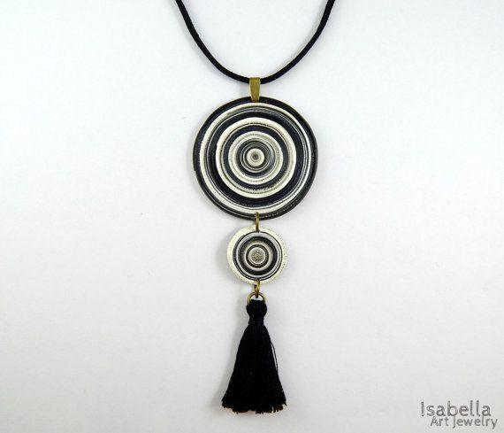 Collar borla negra discos de arcilla de por IsabellaArtJewelry
