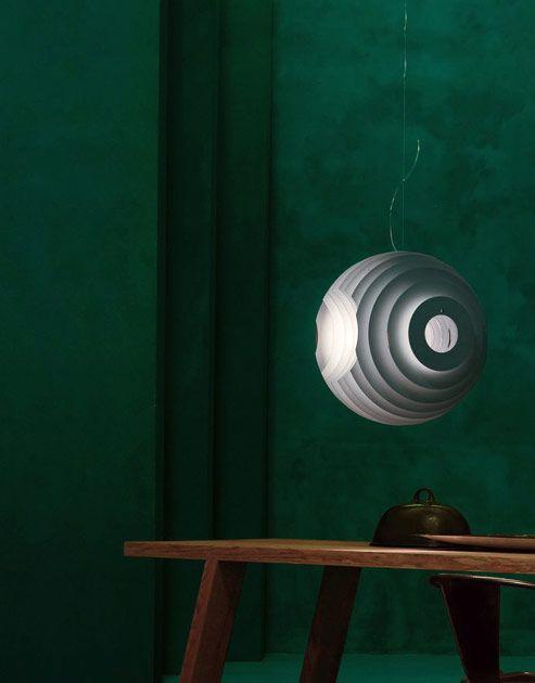 SUPERNOVA  Светильник создан итальянским дизайнером Ферруччо Лавиани. Арт-директор Kartell и Emmemobili. Среди его заказчиков Flos, Foscarini, Dolce&Gabbana, Hennessy.  SUPERNOVA выполнена в форме сферы со множеством слоев из металла. Благодаря необычной форме и конструкции достигается 360-градусное освещение пространства. Светильник подвешивается на тонкий алюминиевый кабель, что создаёт эффект парящего шара.  #centrsvet #light #lightdesign #свет #дизайн #интерьер #декор #световыерешени