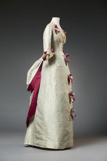 Worth dress, 1870s From the Musée du Costume et de la Dentelle