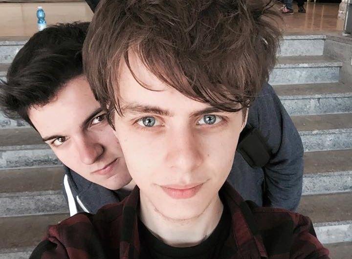 X Factor 9 Urban Strangers: Gennaio e Alessio si preparano per conquistare la vittoria di X Factor 9. I nuovi Simon & Garfunkel del nuovo millennio per Fedez.