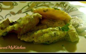 Raviolis de salmão e queijo com molho de cogumelos e natas
