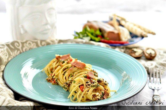 Spaghetti aglio e olio con noci, limone e bottarga di tonno