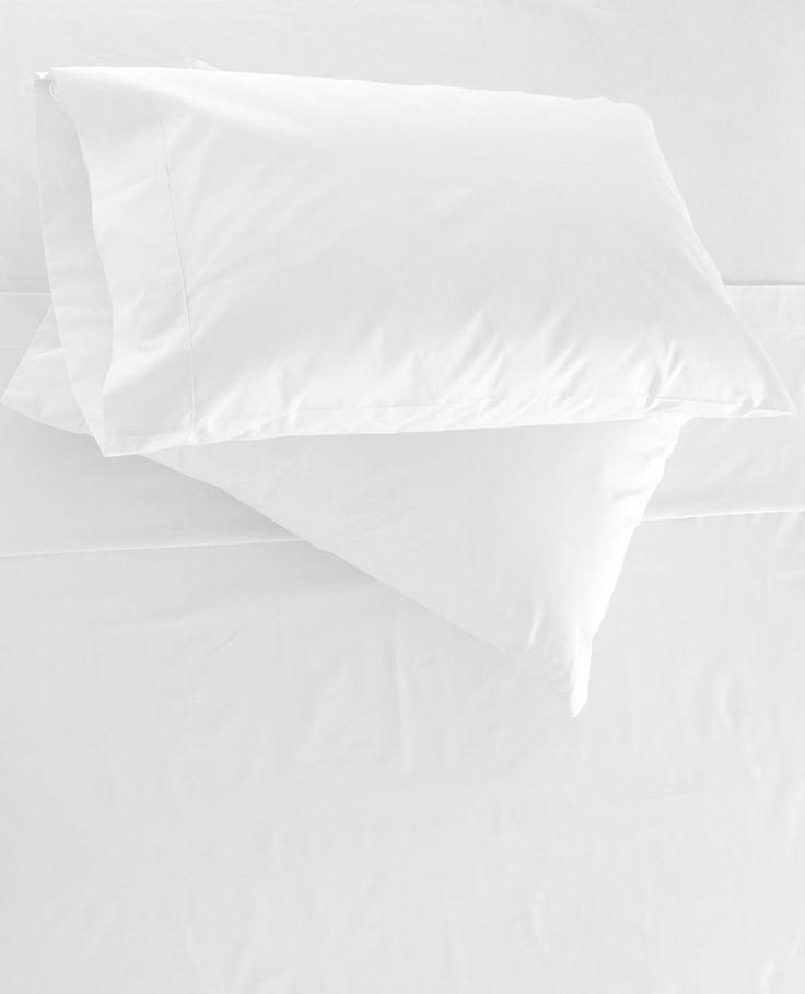 Een matras gaat heel lang mee, maar als je tijdens het verschonen van je bed tegen alle vlekken aankijkt, heb je misschien de neiging een nieuwe aan te schaffen. Niet doen! Zo krijg je die vlekken er makkelijk uit: Manier 1 Marja Middeldorp (Ja, die leuke mevrouw met gele handschoenen van het tv-programmaHoe schoon is …