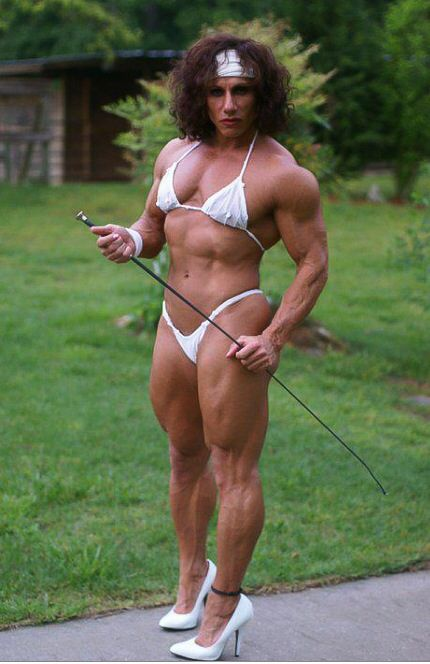 Naked female bodybuilder lisa cross and her big clit 10