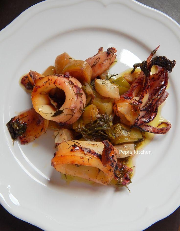 Εύκολη, αρωματική και νηστίσιμη συνταγή για καλαμαράκια στο φούρνο made in Pepi's kitchen!