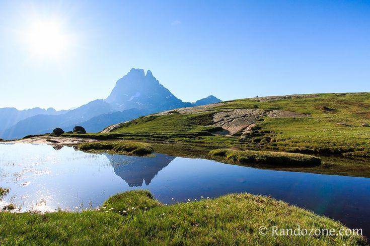 Reflet du pic du Midi d'Ossau. Pyrénées. randozone.
