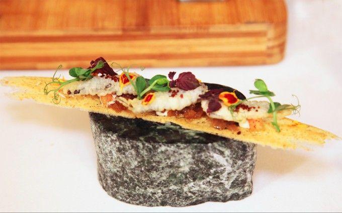 Galleta de pan con sardinas en tempura de Susi Díaz