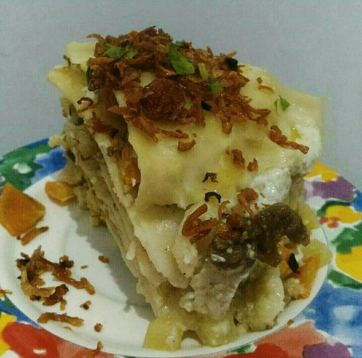 This is ipau, i think the recipes and tastes just look like lasagna but it's originally from Banjarmasin, South Kalimantan (Borneo) Indonesia, usually in Ramadhan many sellers sell it