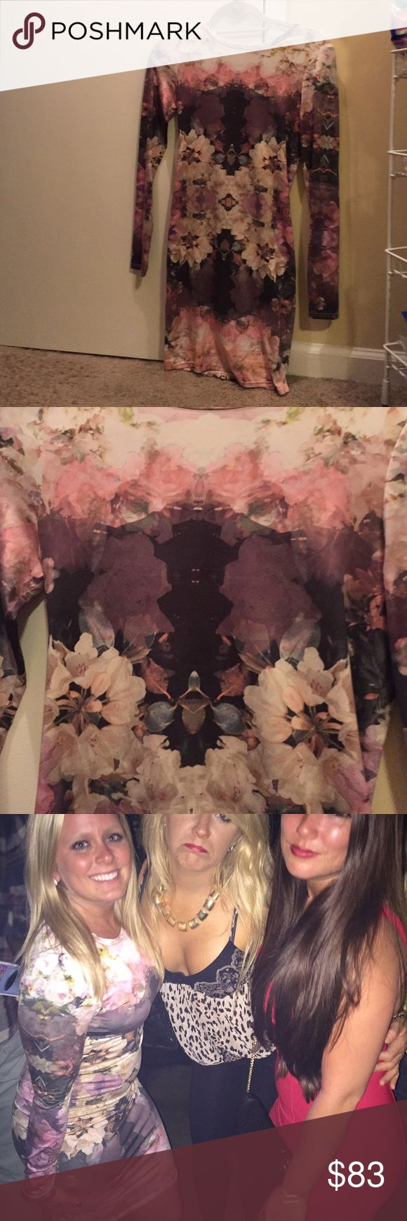 Topshop floral bodycon dress Gorgeous floral Topshop bodycon dress. Excellent condition! Super comfortable. Size US 6. Made of polyester and elastane. Topshop Dresses Mini