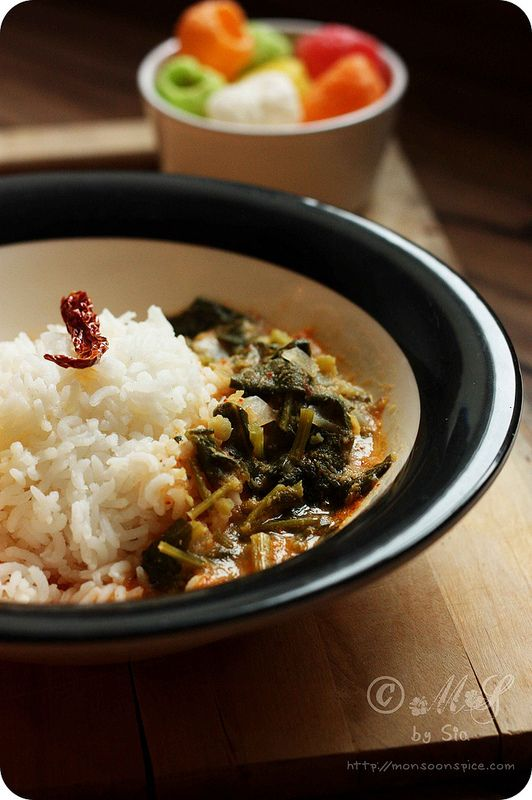 Palak/Spinach Ambat Recipe | Konkani Style Spinach in Coconut Gravy