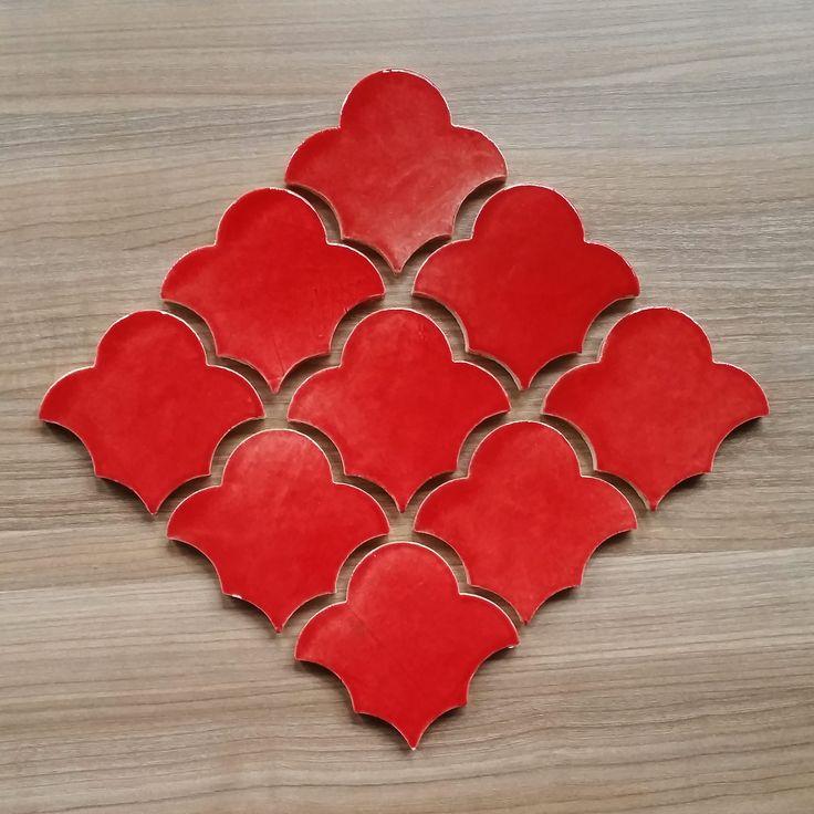 Встречаем красный Лотос. Прозрачная акварельная глазурь алого цвета. #краснаяплитка #мароканскаяплитка #красный #плиткаручнойработы #керамическаяплитка #лотос #примакерамика #дизайнерскаяплитка #ваннаякомната #марокканская #плитка #марокко #алый